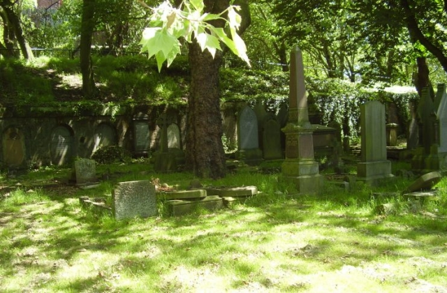 Right-hand-view-of-Catacombs-in-Ley-Hill-Cemetery.jpg 2008